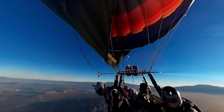 惊险刺激:热气球上的飞行全景视频
